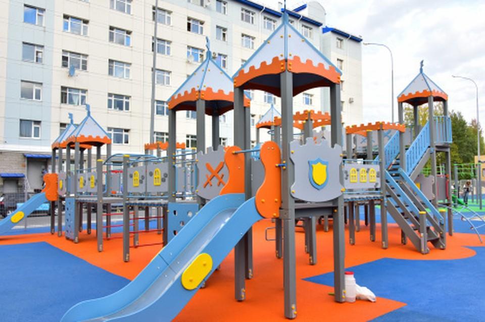 В Ханты-Мансийске обновили еще одну дворовую площадку Фото: Городской информационный центр