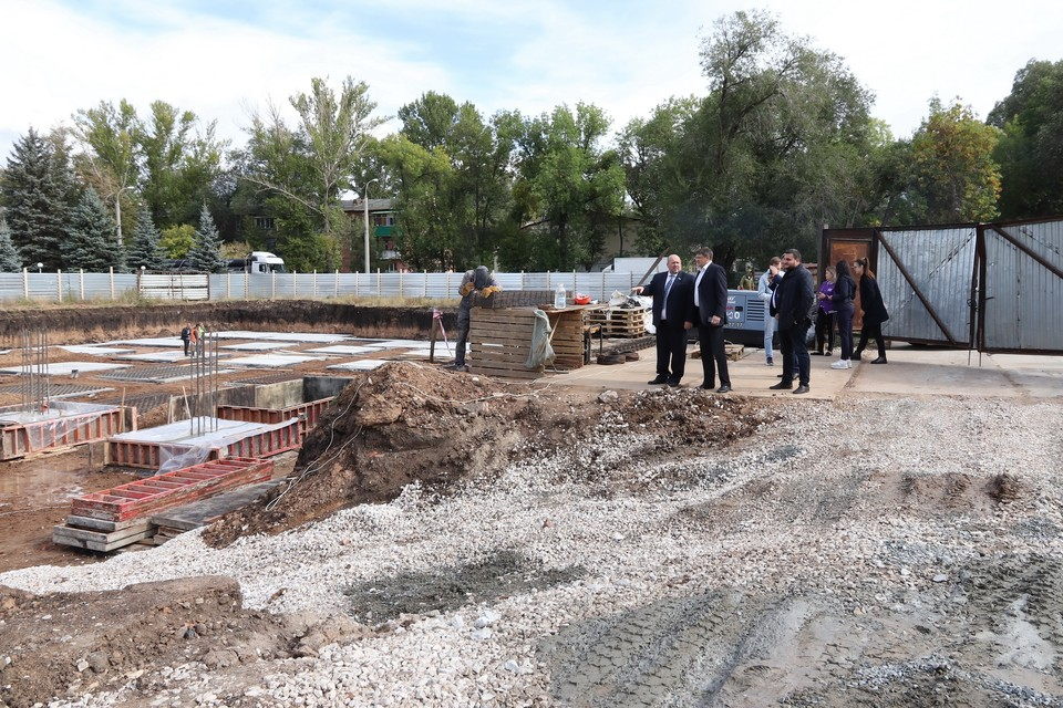 На месте будущего спортивного объекта заложили фундамент. Фото: Дума Самары
