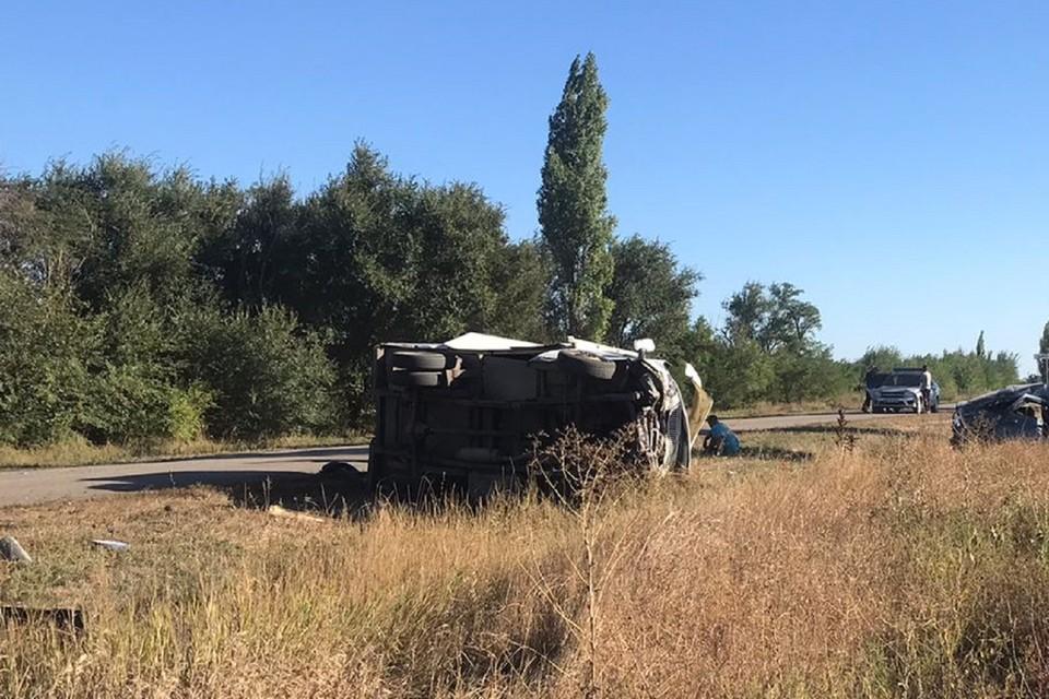 В Ростовской области автоледи протаранила грузовик. Фото: ГИБДД по РО