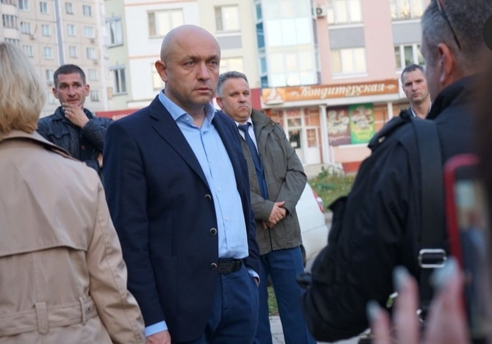 Мэр встретился с жителями Наугорки. Фото из инстаграма Юрия Парахина