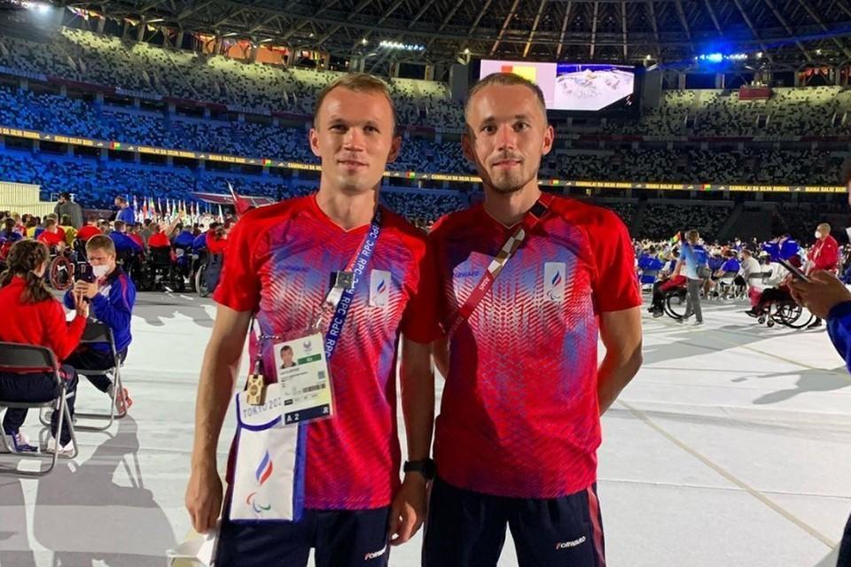 Юрий Клопцов (слева) и Александр Костин (справа) на церемонии открытия Паралимпиады