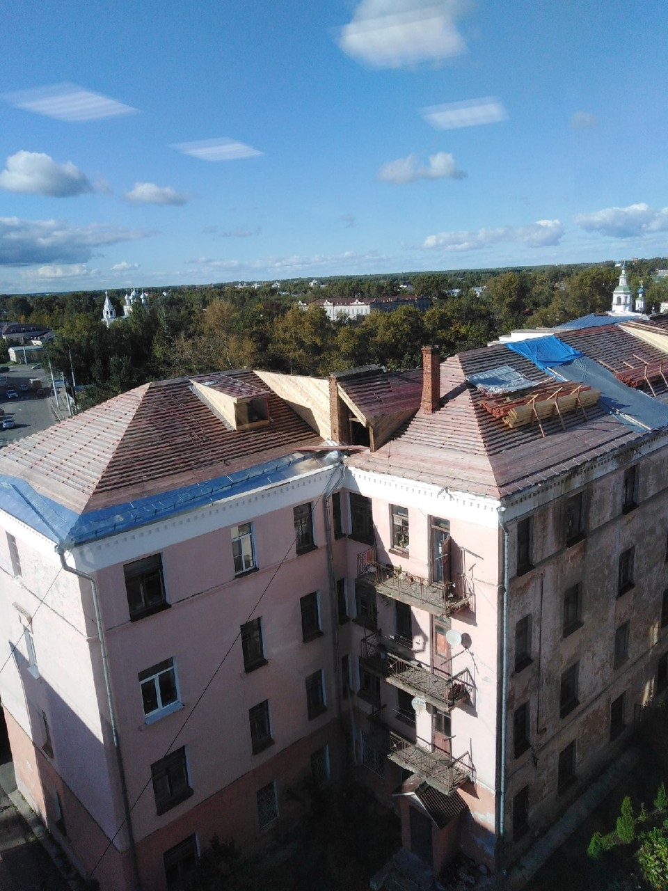 Капитальный ремонт крыши общежития начался еще летом