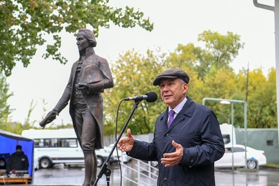 Монумент находится рядом с Центром бесплатной юридической помощи. Фото: president.tatarstan.ru