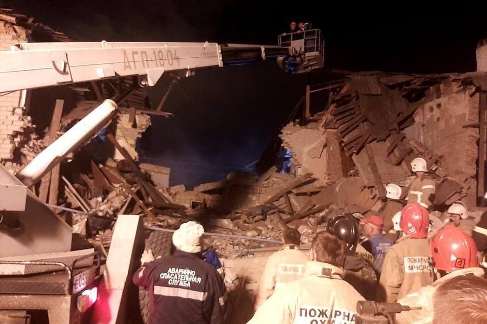 Под завалами дома нашли тело ребенка