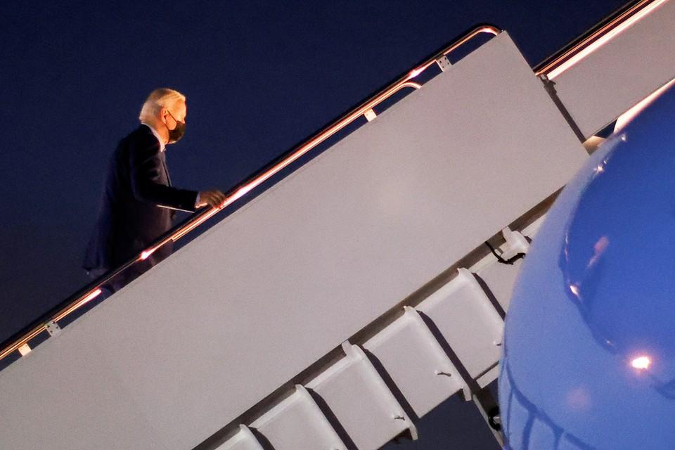 Байден уже прибыл в Нью-Йорк, где проведет полтора часа, участвуя в церемонии, проводимой ежегодно на месте, где стояли башни-близнецы