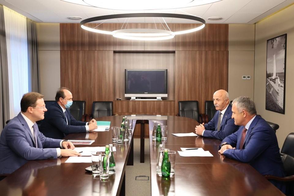 Во время встречи глава Самарской области и президент Южной Осетии обсудили укрепление культурных и образовательных связей и развитие экономических отношений.