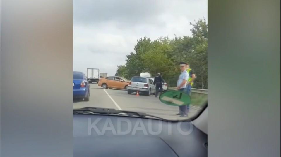 Три столкнувшихся авто, четвертое отбросило в противоположную сторону