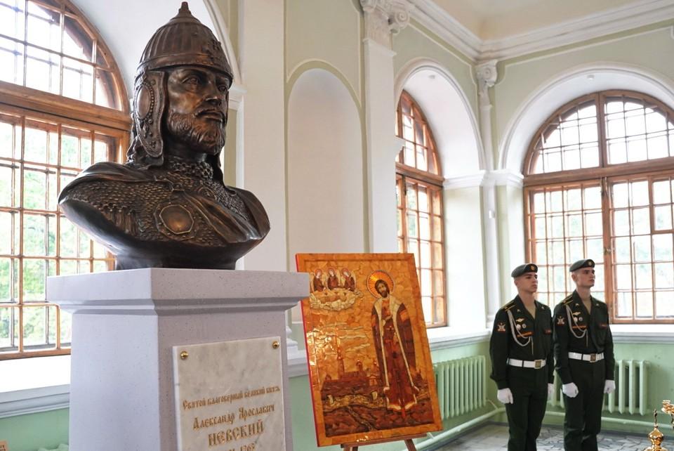 В Благовещенской церкви открыт бюст Александра Невского. Фото: gov.spb.ru