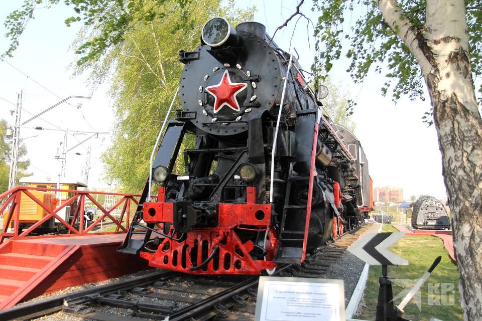 На фото памятник паровозу Л-3507 в Иркутске.
