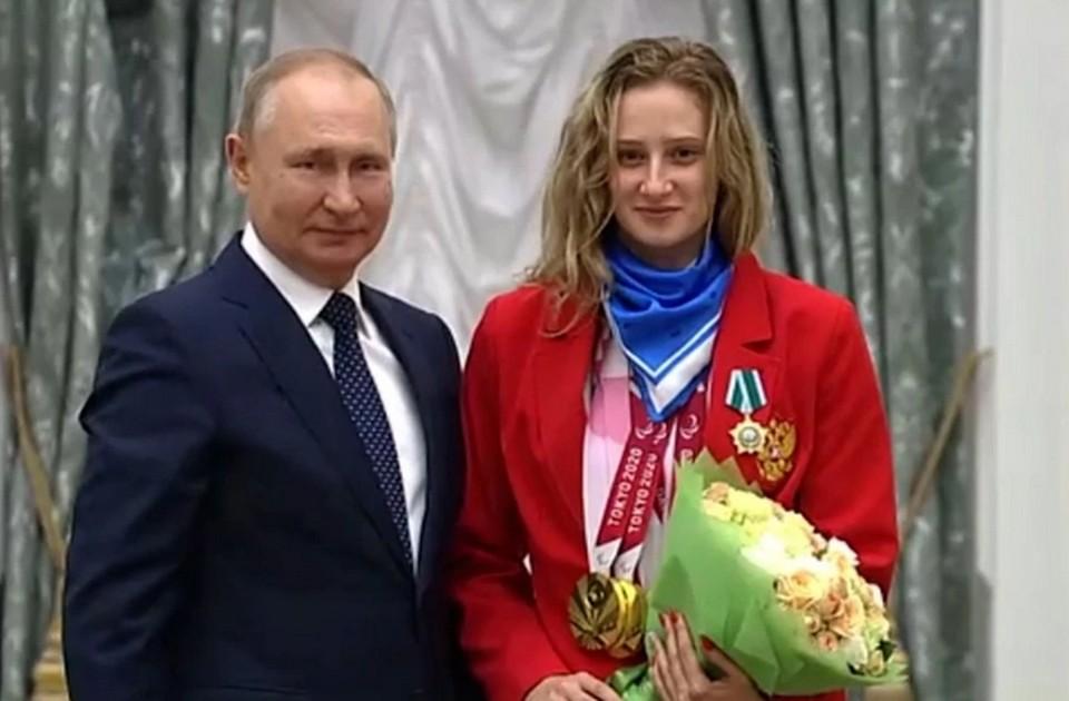 Владимир Путин поздравил Валерию Шабалину с победами на Паралимпиаде в Токио. Фото: Kremlin.ru.