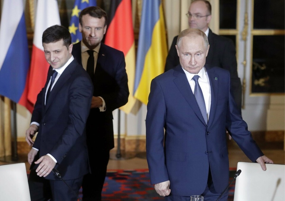 В Кремле заявили о невозможности обсуждения Крыма Путиным и Зеленским.
