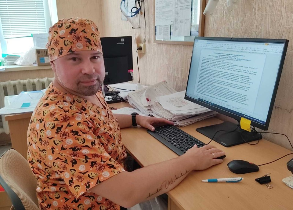 Врач городской больницы №1 Дмитрий Бородин в ординаторской.