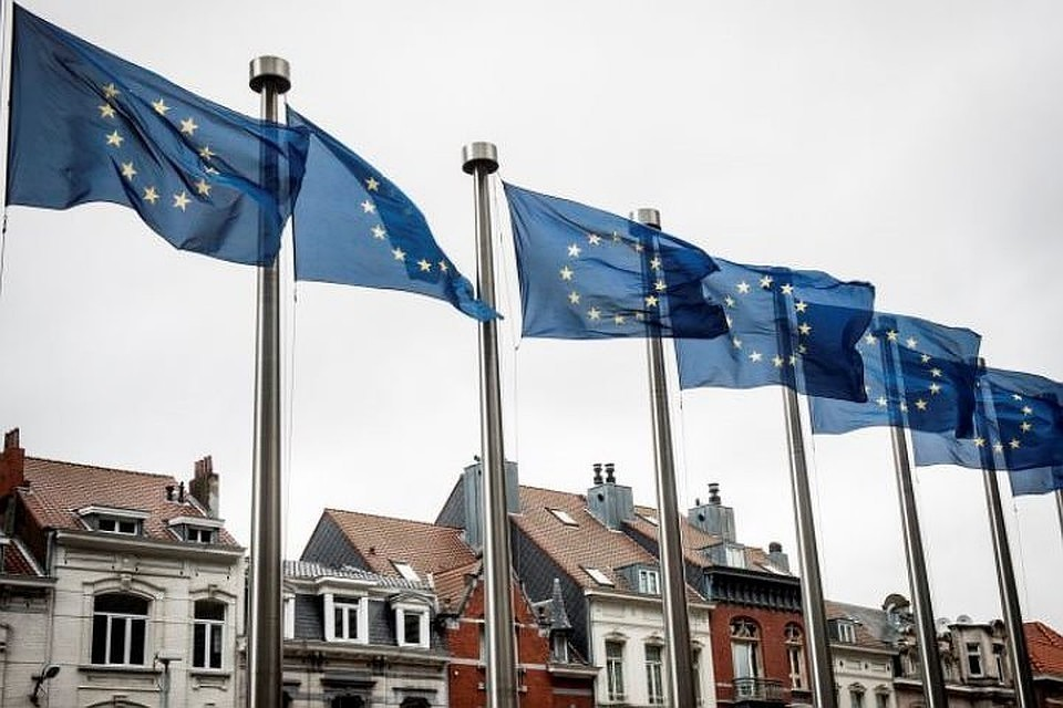 """Европейский парламент представил проект доклада по """"сдерживанию России"""""""
