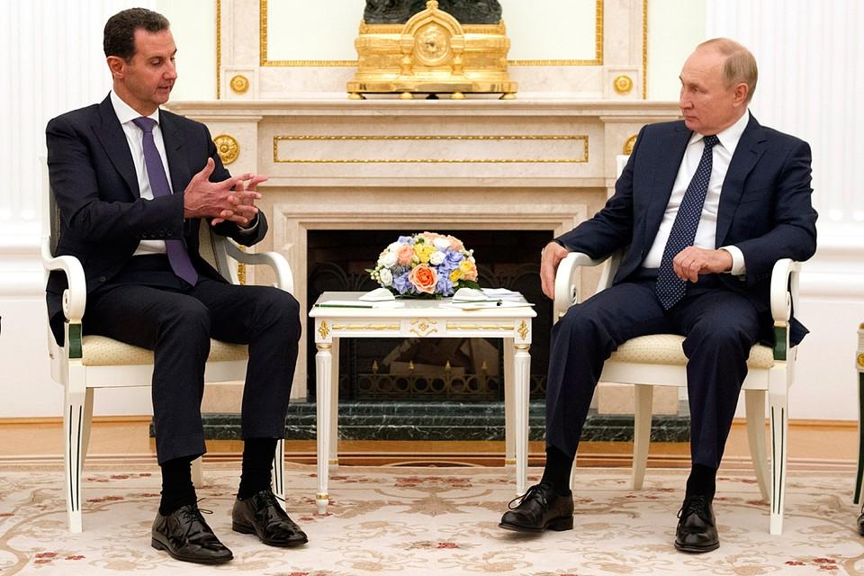 Путин начал с того, что поздравил Асада с победой на выборах. Фото: Михаил Климентьев/пресс-служба президента РФ/ТАСС