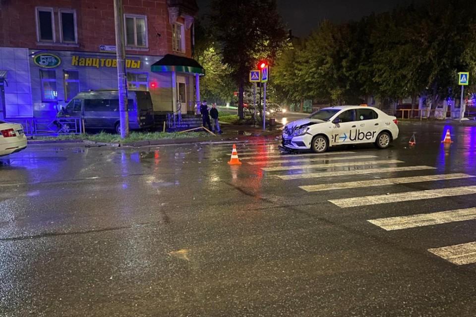 Авария произошла у дома №41 по улице Щорса. Фото: vk.com/gibdd43