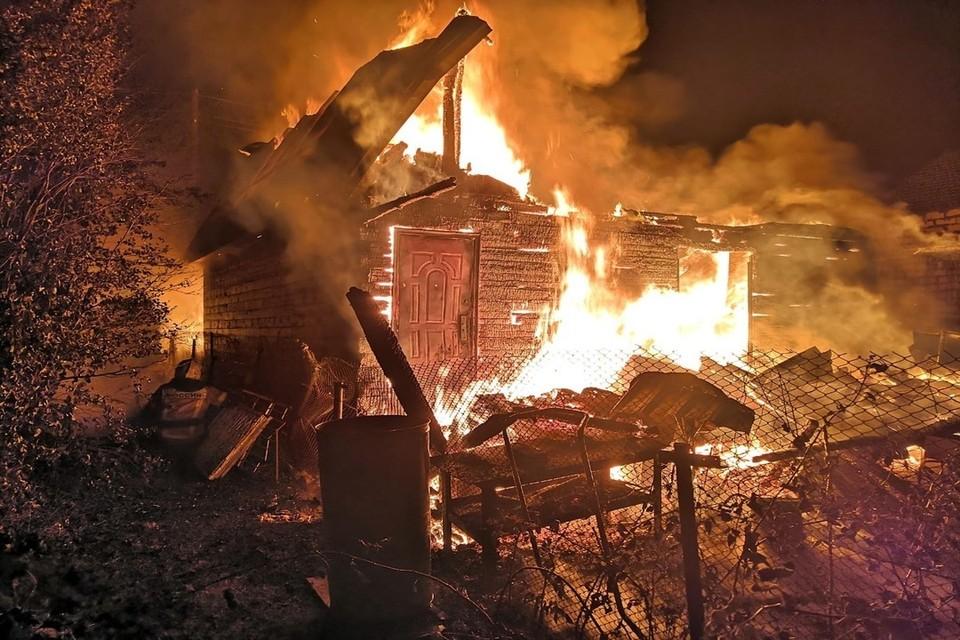 Огонь полностью уничтожил строение. Фото: ГУ МЧС России по НСО