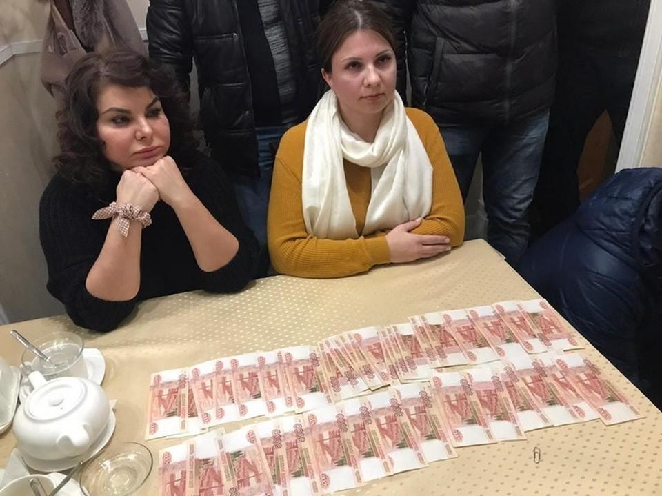 Наталию и Екатерину задержали после передаче киллеру 200 тысяч рублей