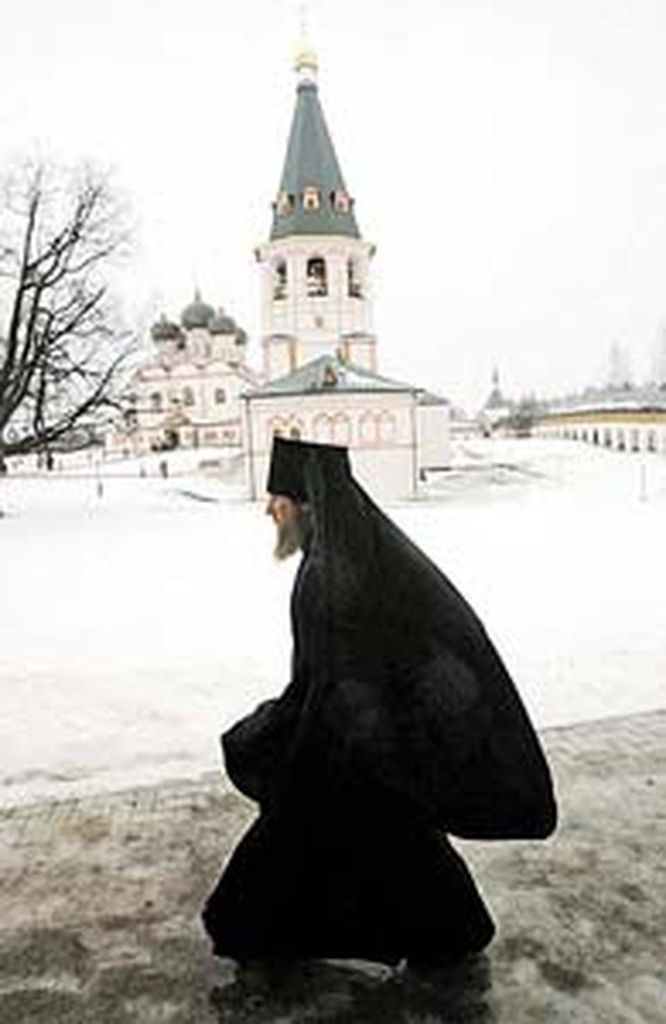 В восстановленном монастыре жизнь налаживается.