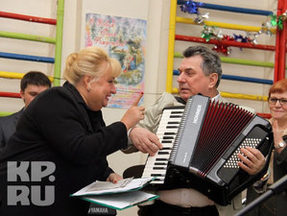 Валерий Величко сыграл на аккордеоне.