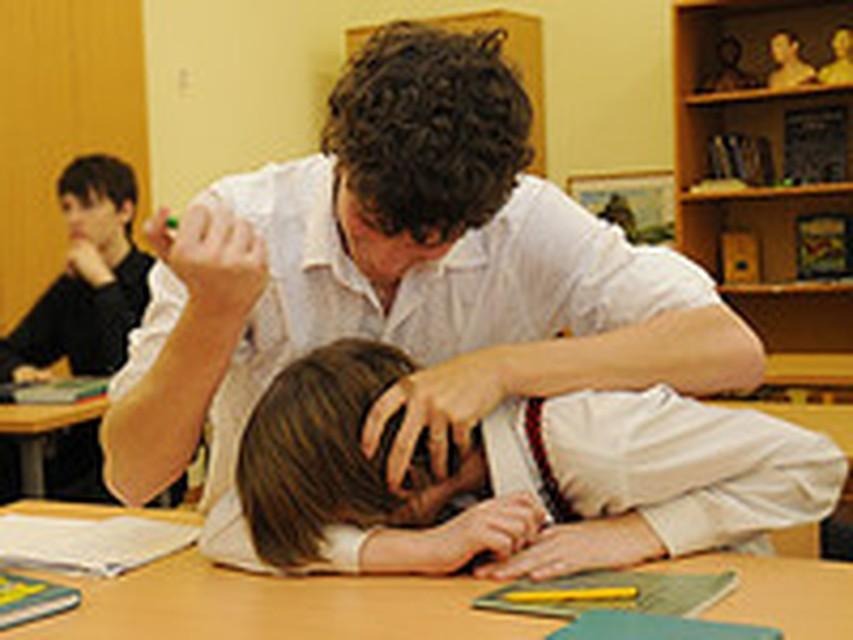 Мальчики лапали свою одноклассницу и снимали все на камеру фото 403-758