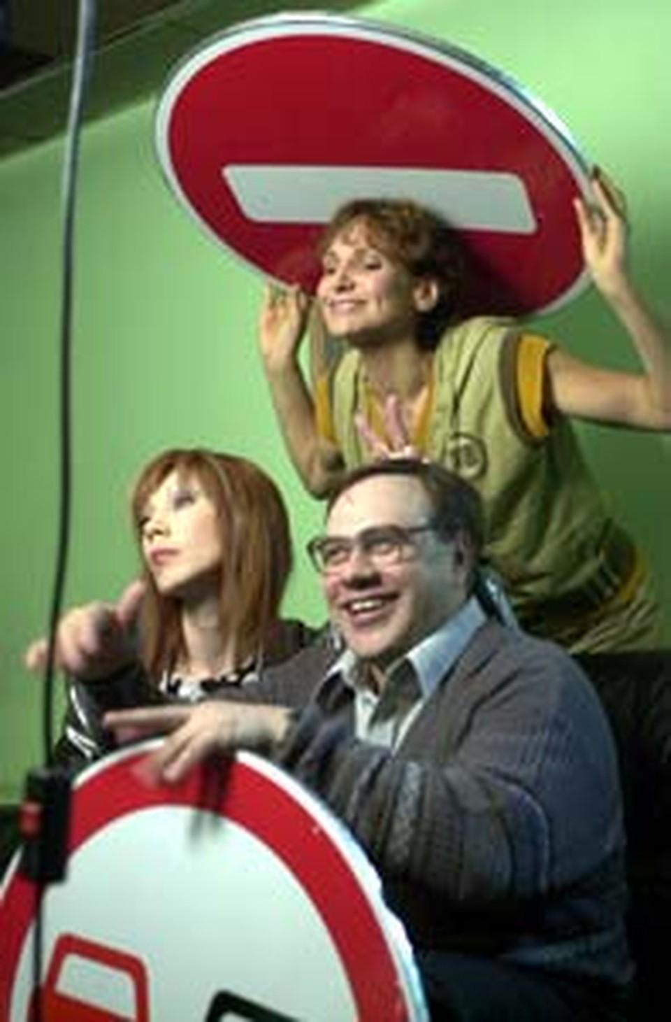 Фото на память! Актеры из сериала «Таксистка»: Татьяна Рудина (слева), Людмила Артемьева (вверху), Александр Чернявский (справа).
