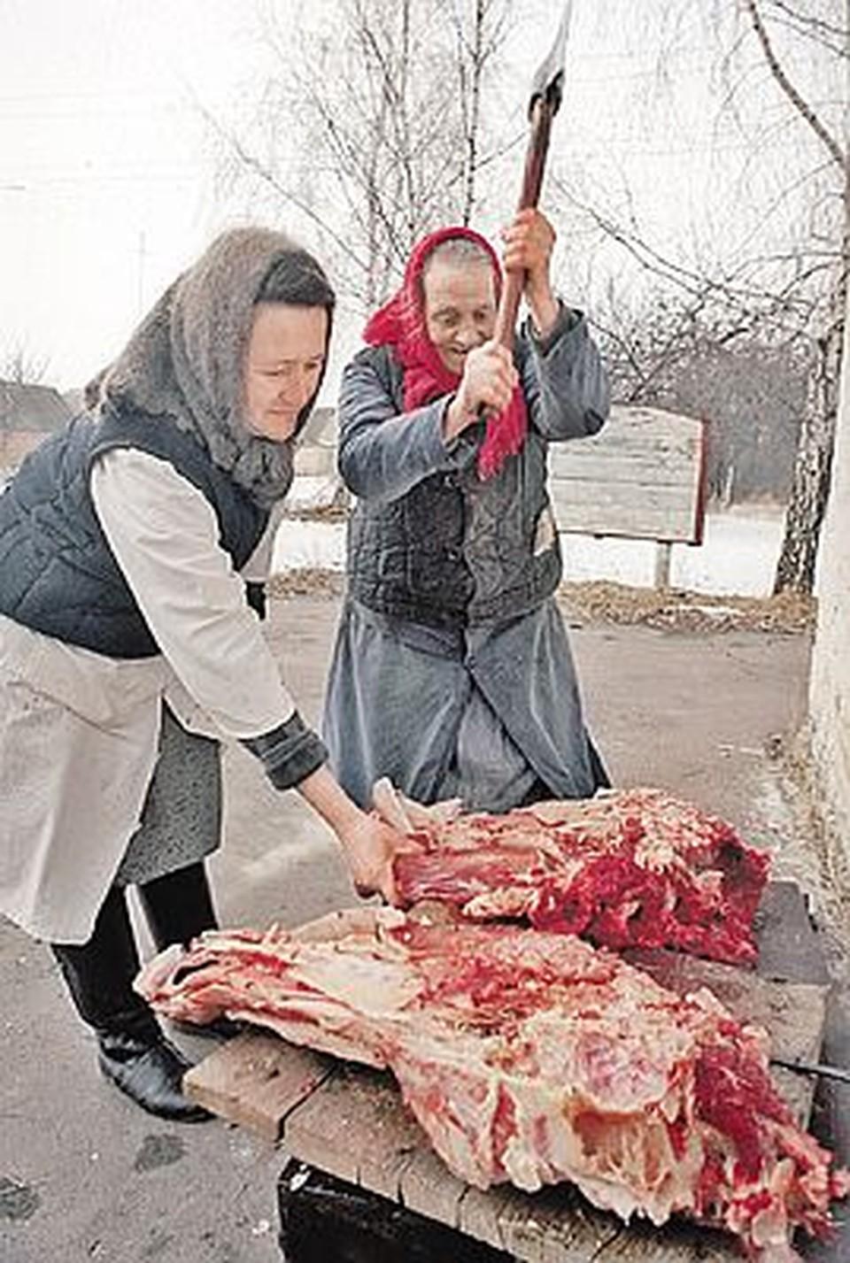 Бабушки, живущие в зараженной зоне, давно едят домашнее мясо, не ожидая разрешения Роспотребнадзора.