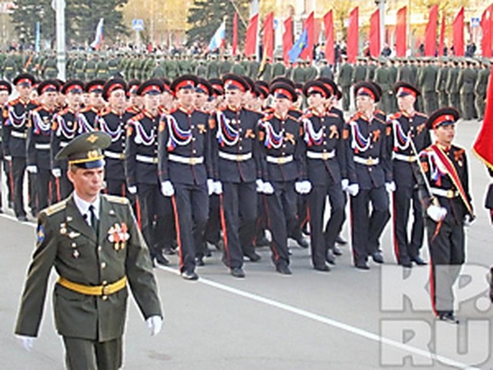 В Белогорске прошла церемония передачи штандарта и прощания с боевым знаменем 35-й армии генерал-лейтенанта Игоря Турченюка.