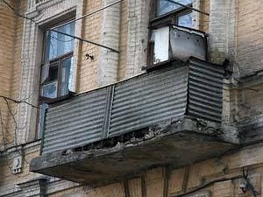 В тамбове обрушился балкон четвертого этажа.