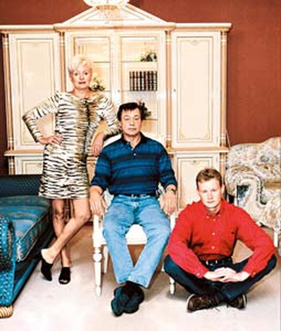 Николай Петрович с женой Людмилой и сыном Андреем.
