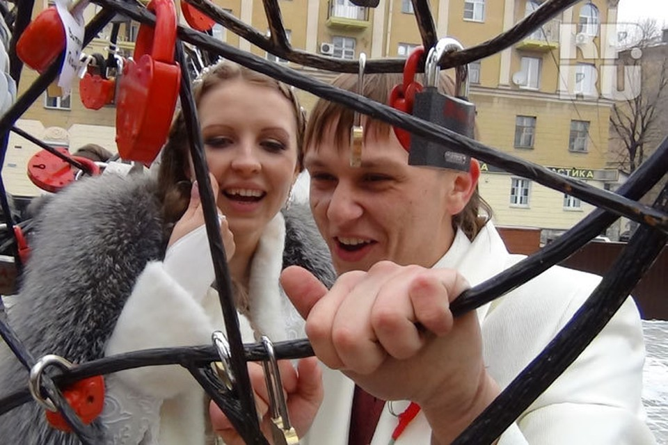 Настоящий свадебный бум был в день магического сочетания шести единиц – 11.11.11 в Воронеже свои отношения узаконили 234 пары.