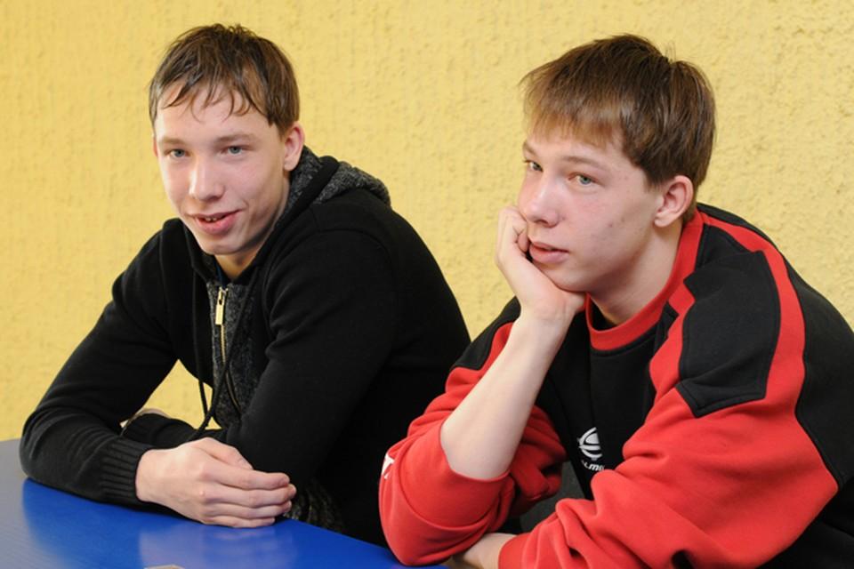 У Вячеслава (слева) и Владислава есть еще три старших брата. Но они не близнецы.