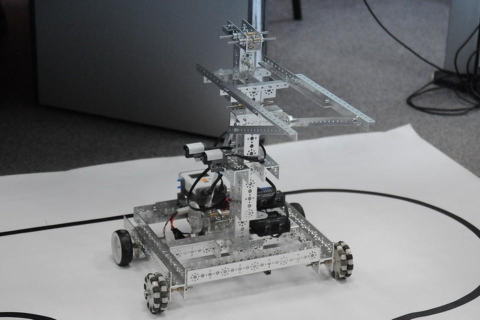 Пока робот-погрузчик высотой всего полметра. Впрочем, как говорят его создатели, дело не в размере, а в универсальной электронной начинке.