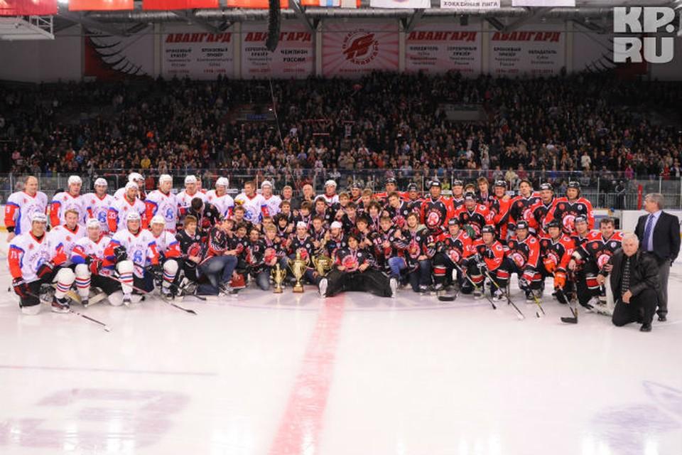 Игроки, знавшие Александра Вьюхина, сыграли в хоккей в память о нем