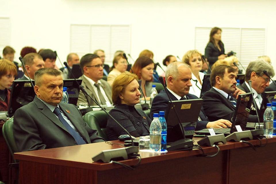 На 10 тысяч кузбассовцев приходится всего 59 чиновников