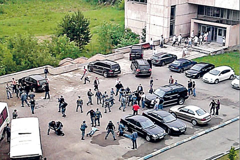 Потасовка началась уже после того, как большинство свидетелей отправили в полицейский участок.
