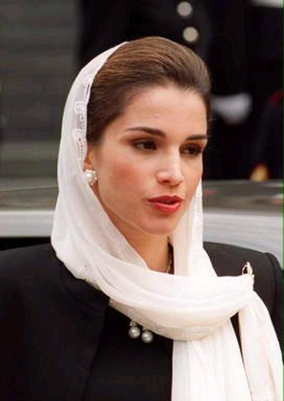 Королева Иордании сдала кровь для раненых в Секторе Газа