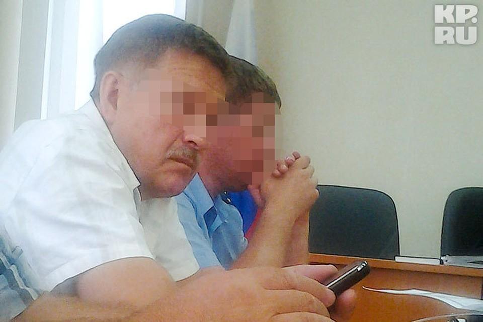 Адвокату (на фото слева) грозит до шести лет тюрьмы