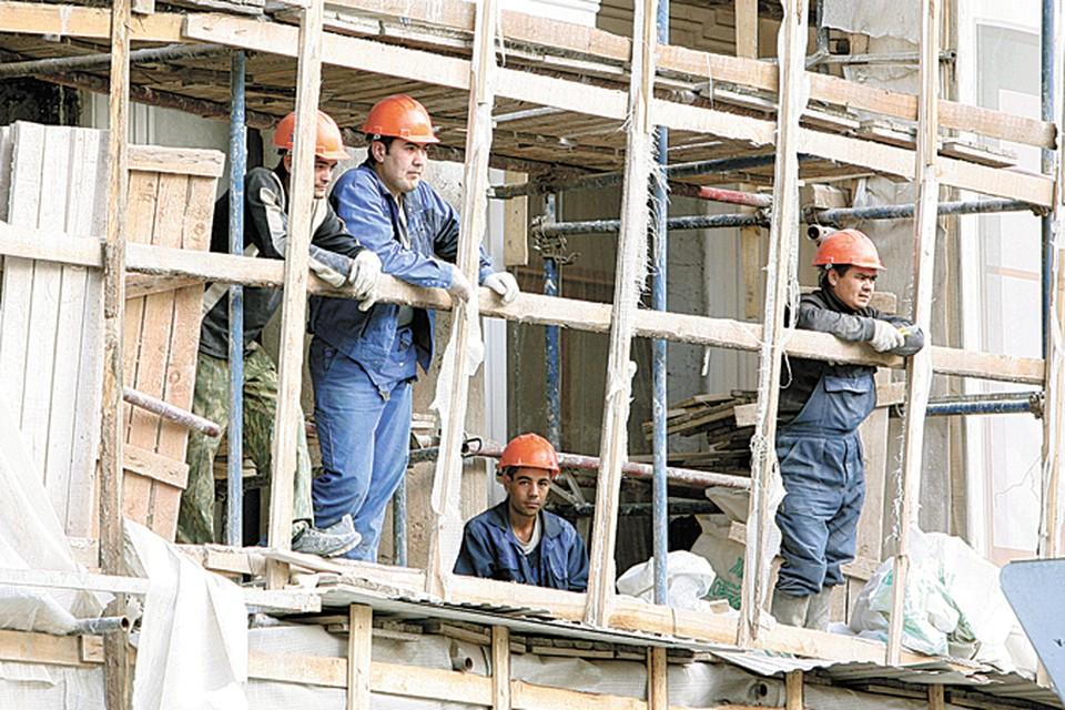 Пока без строителей из Средней Азии никуда. Есть опасность, что местные жители просто не пойдут на низкооплачиваемые вакансии.
