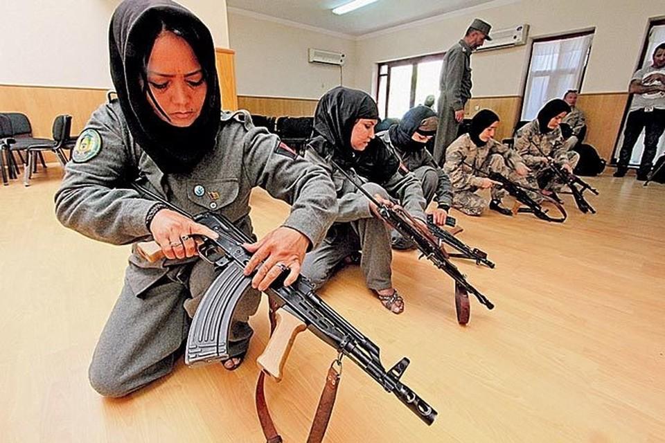 Американцы хотят оставить после себя профессионально обученные армию и полицию, в которых будут даже женские подразделения.