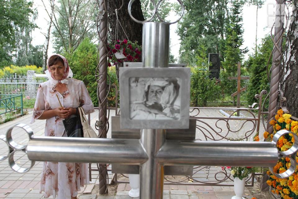 Возле могилы святой Валентины всегда есть люди