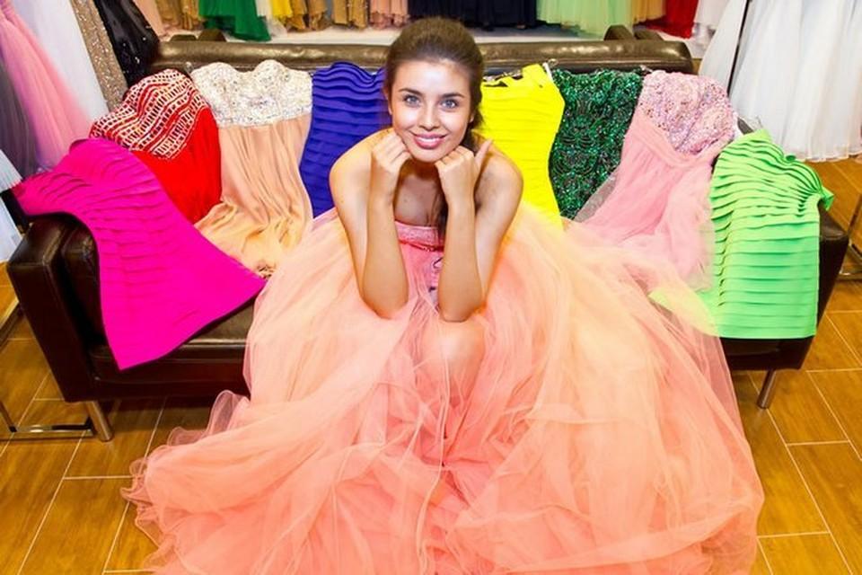 Десять самых эффектных нарядов Мисс Россия-2013 Эльмиры Абдразаковой