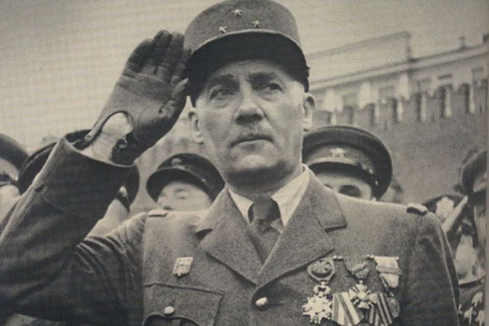 При жизни генерала называли «Его Величество президент» и «Основатель Пятой Республики».