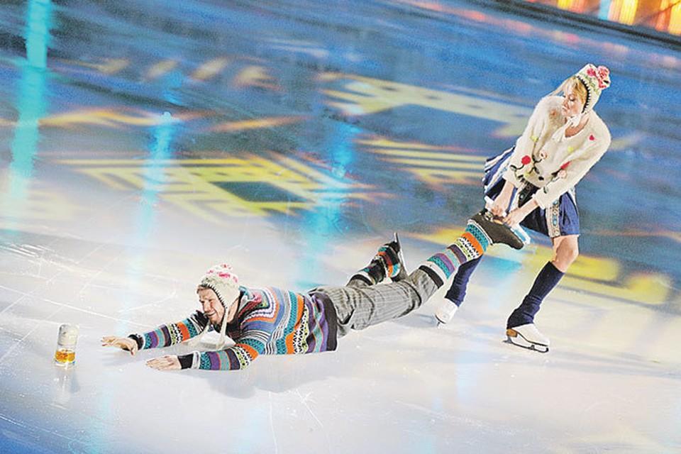 Яглыч и Домнина веселятся на льду, но вне его отношения у пары нешуточные...