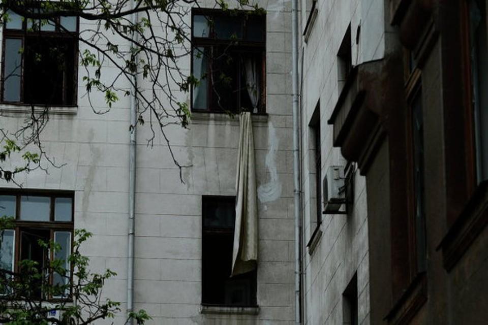 В одесском Доме профсоюзов обнаружили емкости с опасным химическим веществом