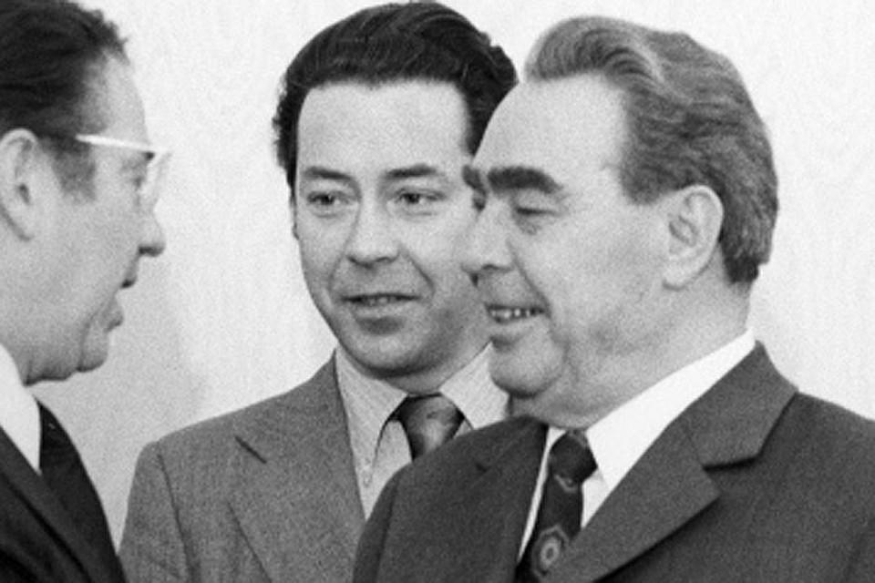 Виктор Суходрев переводит для Брежнева, 1973 год