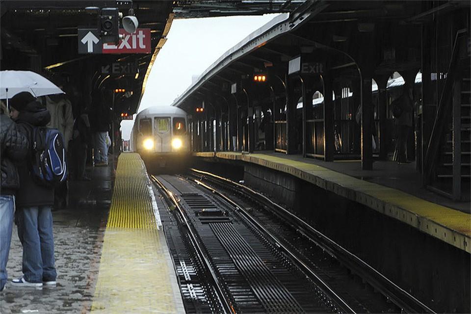 Жительница Нью-Йорка побывала под тремя поездами метро, но чудом осталась жива