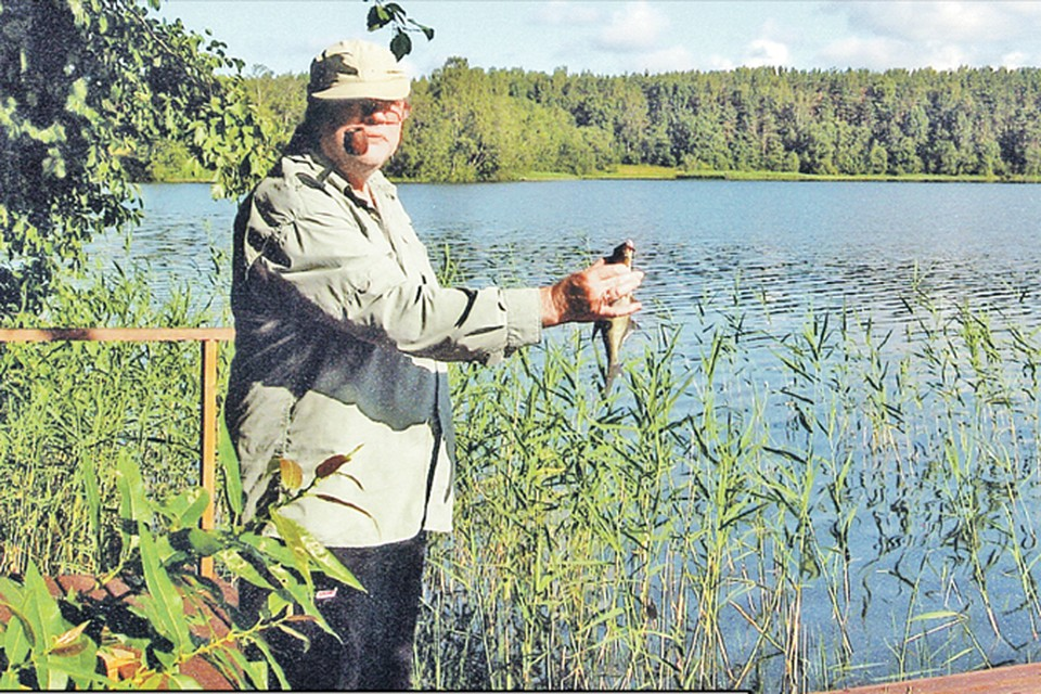 Вторая главная страсть Александра Ширвиндта после театра - рыбалка. На любимом Валдае.