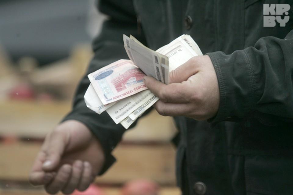Традиционно самые большие заработки демонстрирует столица. Средняя зарплата у минчан на 200 долларов выше, чем у других белорусов.