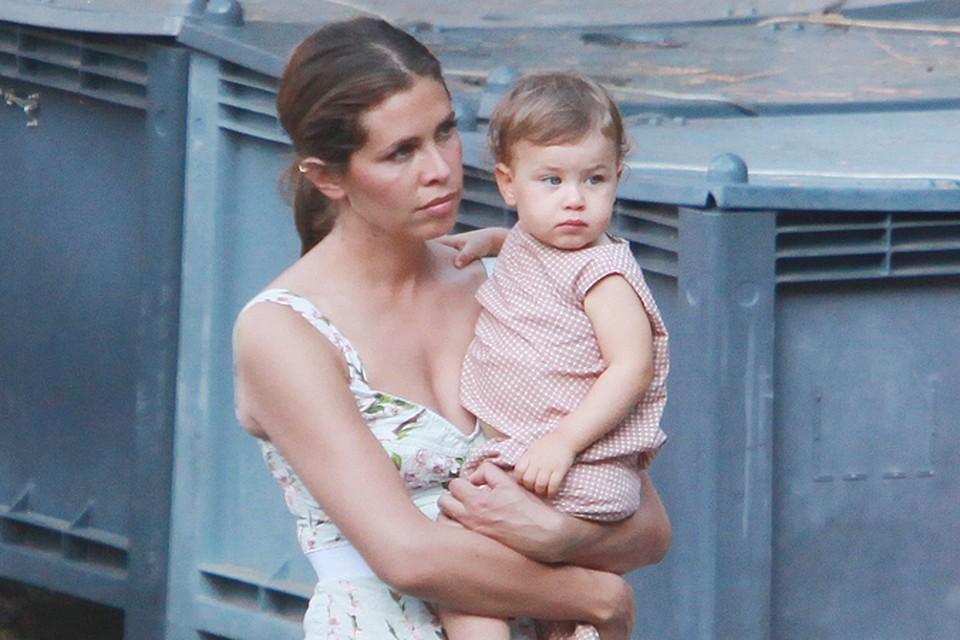 Дарья Жукова с дочкой Леей отдыхает в Портофино.