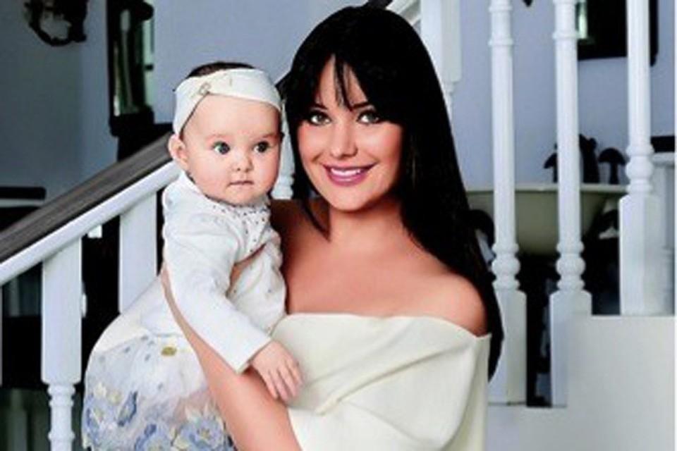 Год назад красавица-телеведущая Оксана Федорова стала второй раз мамой